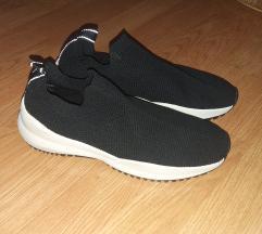 Fekete ZARA slip on cipő