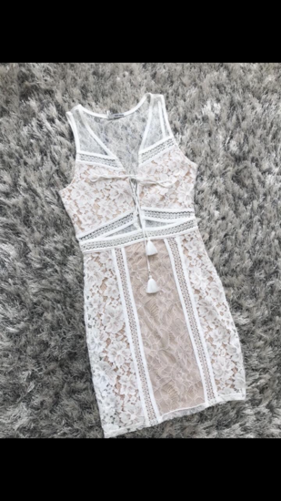 Nude csipke ruha
