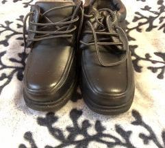 Béléses cipő