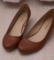 Barna cipő