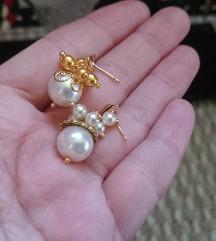 Fehér gyöngy fülbevaló arany díszes