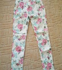 Virágmintás nadrág