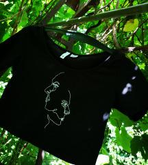 Letisztult hímzett póló