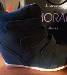 Új magasított talpu cipő