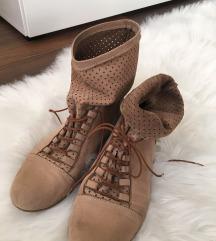 Különleges cipő