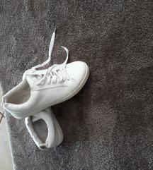 Leáraztam fehér bőr sportcpő