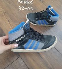 Eredeti Adidas 34-es magasszárú cipő.
