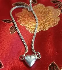 Ezüst karkötő szívvel