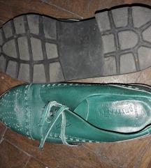Bőr kis cipő
