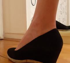 Telitalpú magassarkú cipő
