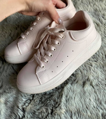 Alexander McQueen jellegű cipő