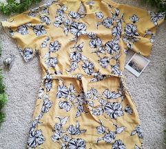 Csinos pasztell színű ruha derekán megkötővel