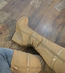 Új női telitalpú bézs csizma  40-es méretben