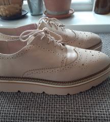Stradivarius 40 bézs magasított talpú cipő