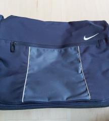 Nike oldaltáska AJÁNDÉK budmil tornazsákkal