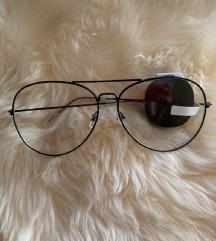 Fekete keretes szemüveg