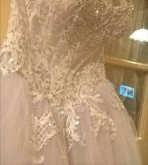 Egyszer viselt menyasszonyi ruha