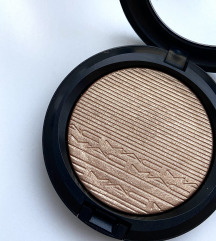 Mac Extra Dimension Skinfinish highlighter púder