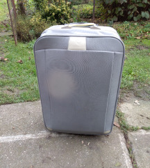Óriásbőrönd