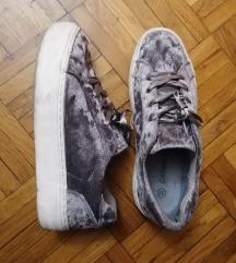 Bársonyos cipő
