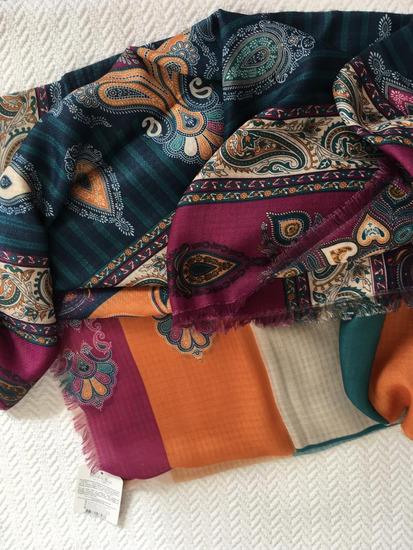 Címkés, új, különleges eredeti török kendő, sál