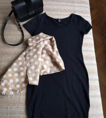 Fekete testhezálló ruha