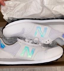 ÚJ dobozos New balance fehér sport cipő