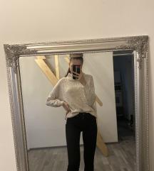 Fehért garbós kötött pulcsi