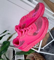 Neon rózsaszín cipő