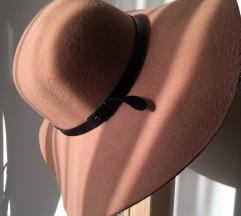 Nude kalap