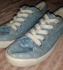 F&F vászon cipő