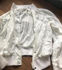 Átmeneti fehér dzsekk
