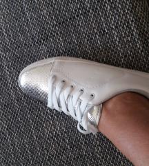 Uj sport cipö