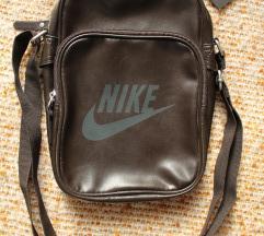 Sosem használt Nike barna kistáska