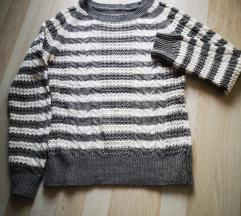 Szürke-fehér kötött pulóver