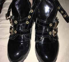 Eladó vagány cipő