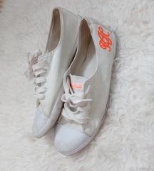 Retro tornacipő