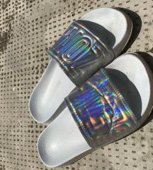 Hologrammos papucs