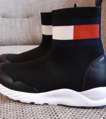 Tommy zoknicipő