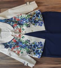 Elegáns, sötétkék, virágmintás szoknyás kosztüm