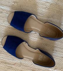 Kék lapos cipő