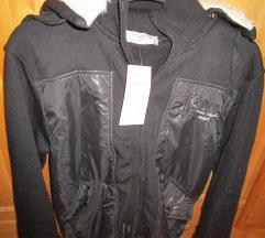 Fekete M kabát szőrös kapucnival új