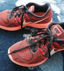 38-as Nike Lunartempo 2.0