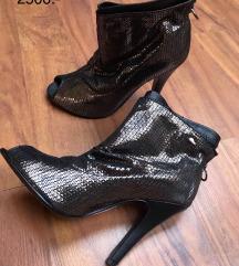 36-os cipők