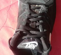 Férfi fekete-fehér sportcipő