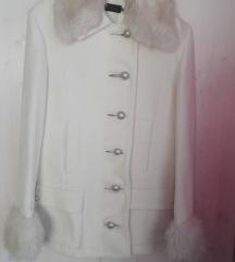 Nagy Helga márkájú fehér elegáns szövet kabát
