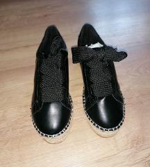 Teljesen új cipő