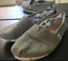 Toms khaki színű cipő