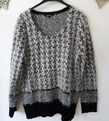 Gyönyörű szőrös pulcsi