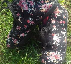 Új virágos félmagasszáru tornacipő